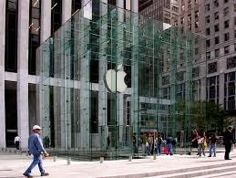 This New York Apple store, situated by Central Park launched the Apple store revolution. It played a significant role in showrooming the new iPad in 2010